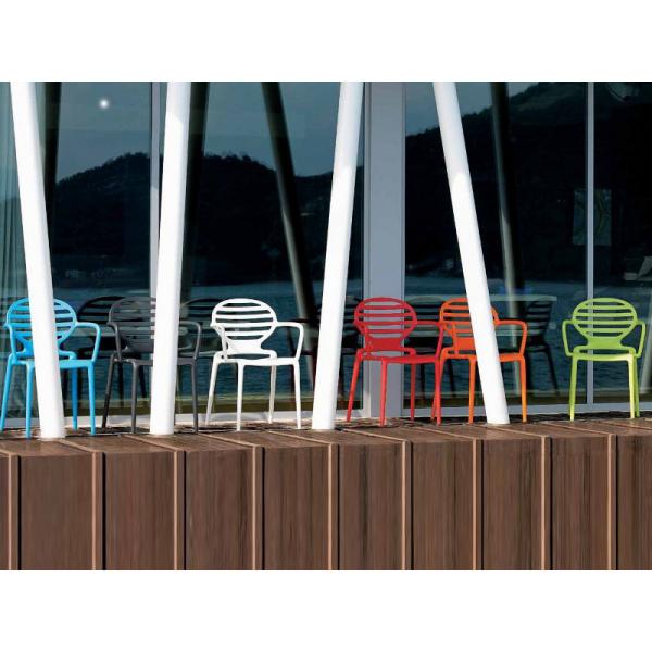 Poltroncine con braccioli in polipropilene modello Cokka Chair