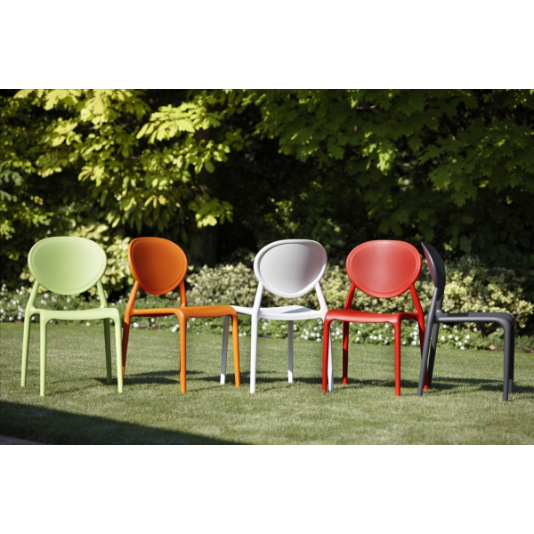 Vendita sedie on line impilabili modello Gio - Vendita sedie on line impilabili modello Gio. Sedie moderne di SCAB DESIGN per casa, cucina, soggiorno, ufficio, sala d'attesa, sala conferenze, bar, ristorante, pub, pizzeria, gelateria, pasticceria, negozio, albergo, discoteca al miglior rapporto prezzo - qualità. GIO è una sedia di SCAB DESIGN a medaglione, impilabile ed ergonomica con struttura in polipropilene rinforzato in fibra di vetro, stampata ad iniezione con tecnica air moulding.