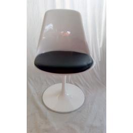 Sedia Tulip girevole bianca o nera design Eero Saarinen in fibra di vetro