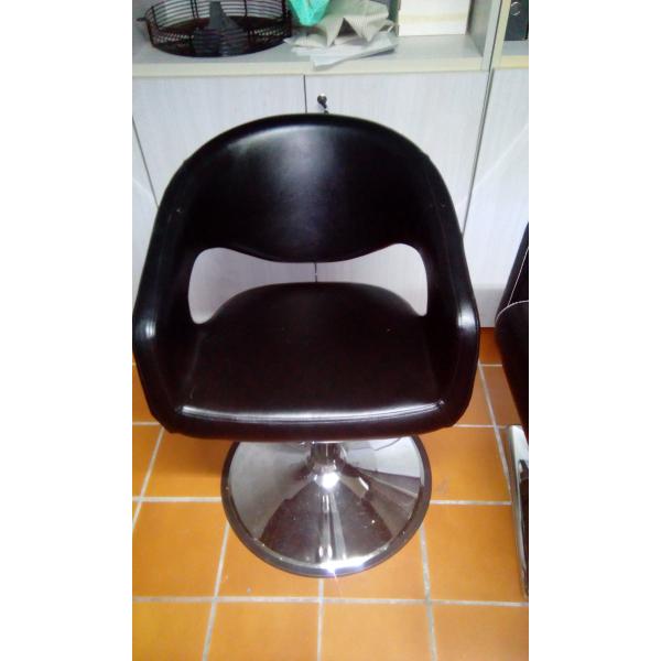 Poltrone da parrucchiere usate 28 images poltrone for Arredamento parrucchiere usato pochissimo